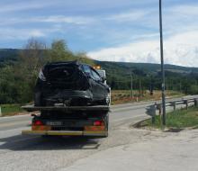 L'automobile danneggiata dopo l'incidente