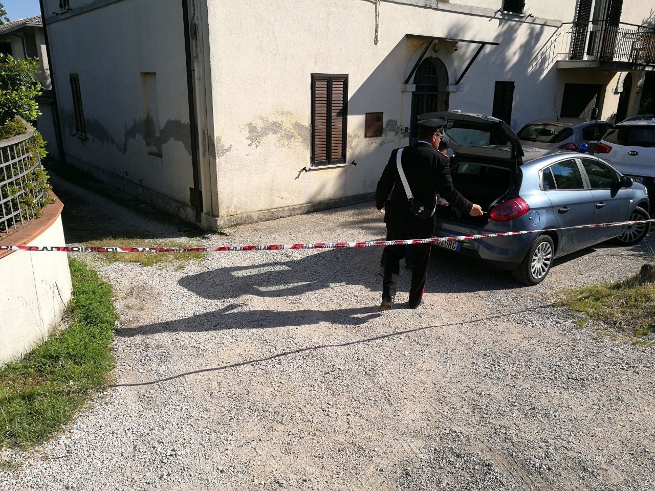 Donna trovata morta in casa a Foligno, indagini carabinieri