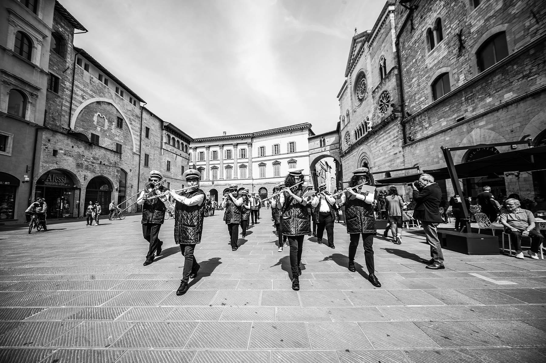 Flash mob: Bella Ciao in versione astigiana e cantata dai balconi